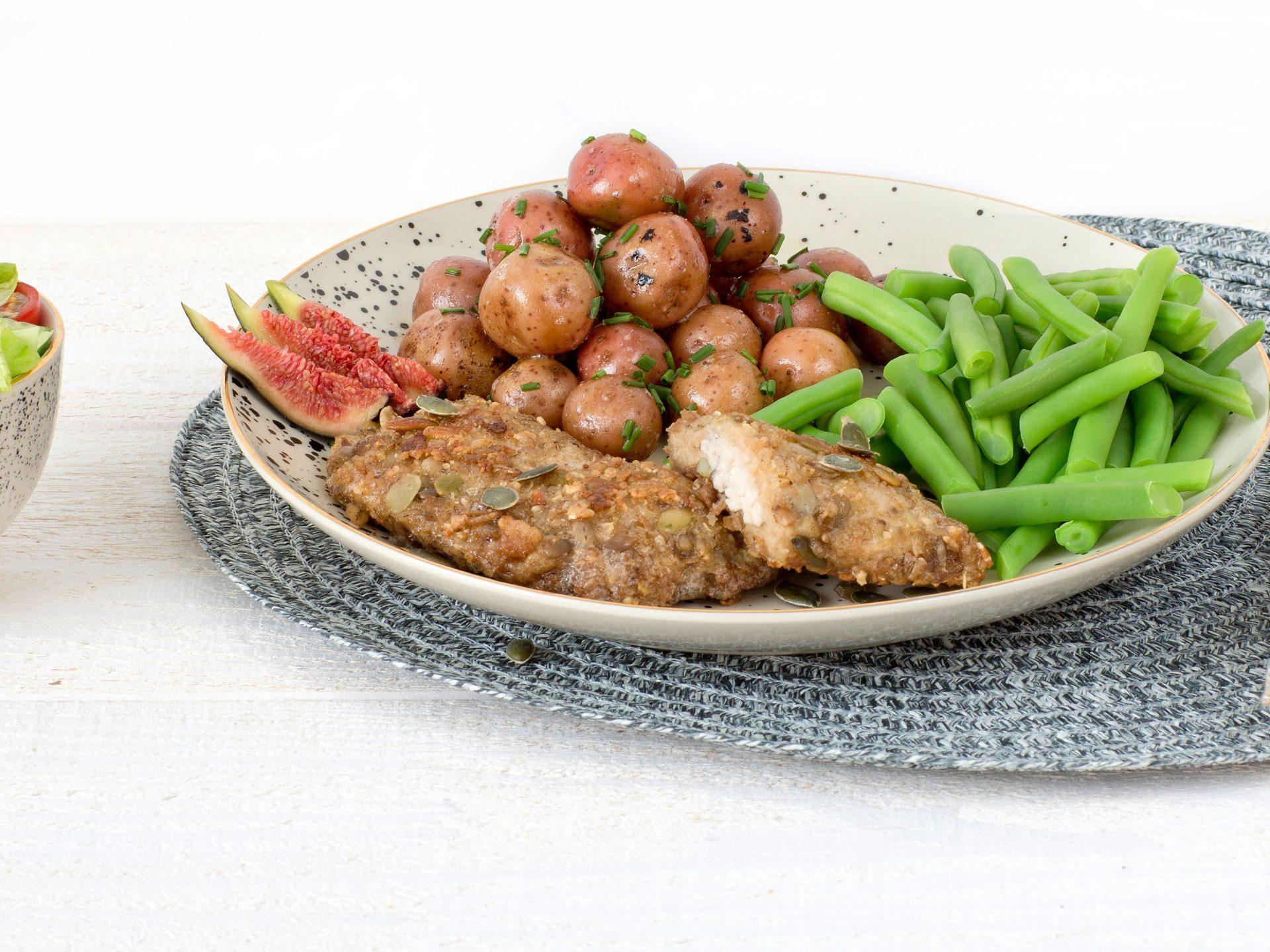 Fleischersatz: Vegetarische Granola Schnitzel Ziegenkäse Feige