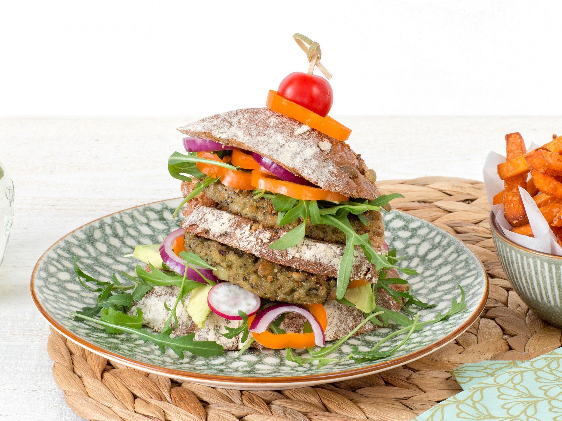 substituts de viande: Burger de chou vert frisé et quinoa végétarien